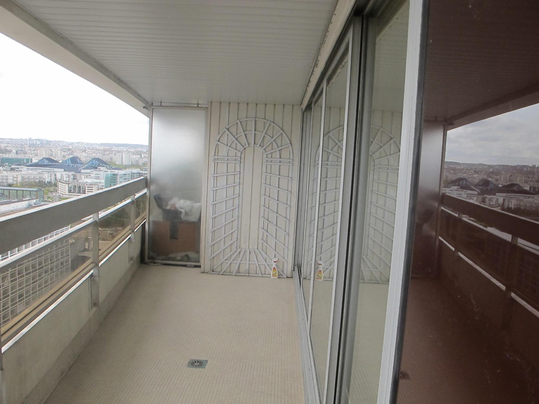 Balcon vue sur paris hauteur