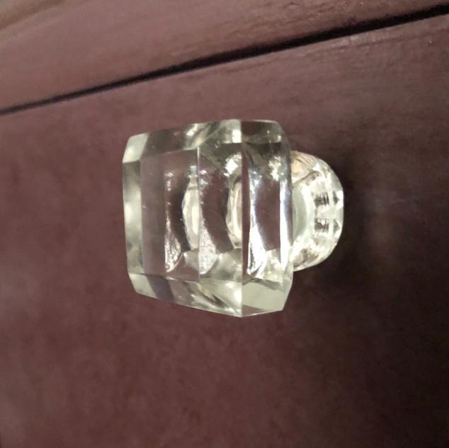 Eleanora glass knob