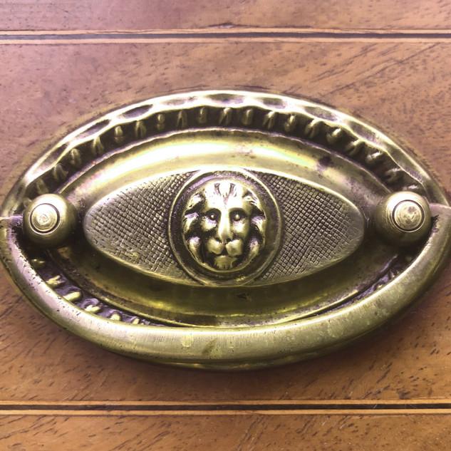 Darcy lion handle