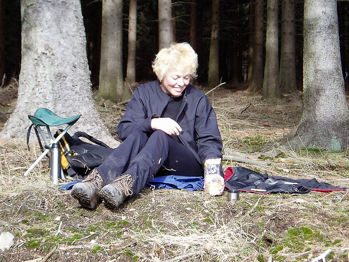 Karin post in het bos
