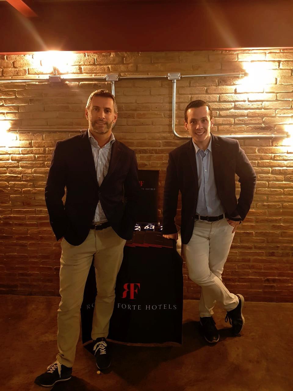 Cristian Bernardi e Stefano Parziale, da Bernardi Hotels & More, representante no Brasil da grife hoteleira Rocco Forte (Fotos: Claudia Tonaco)