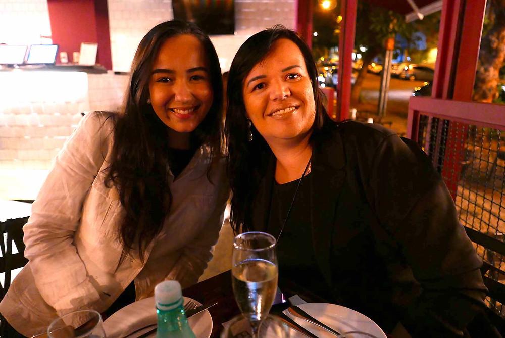 Laryssa, da Estação de Turismo, e Yana Pinheiro, da GW Travel