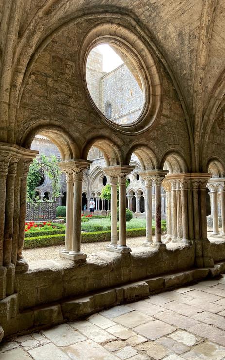 Cloitre de l'abbaye de Fontfroide