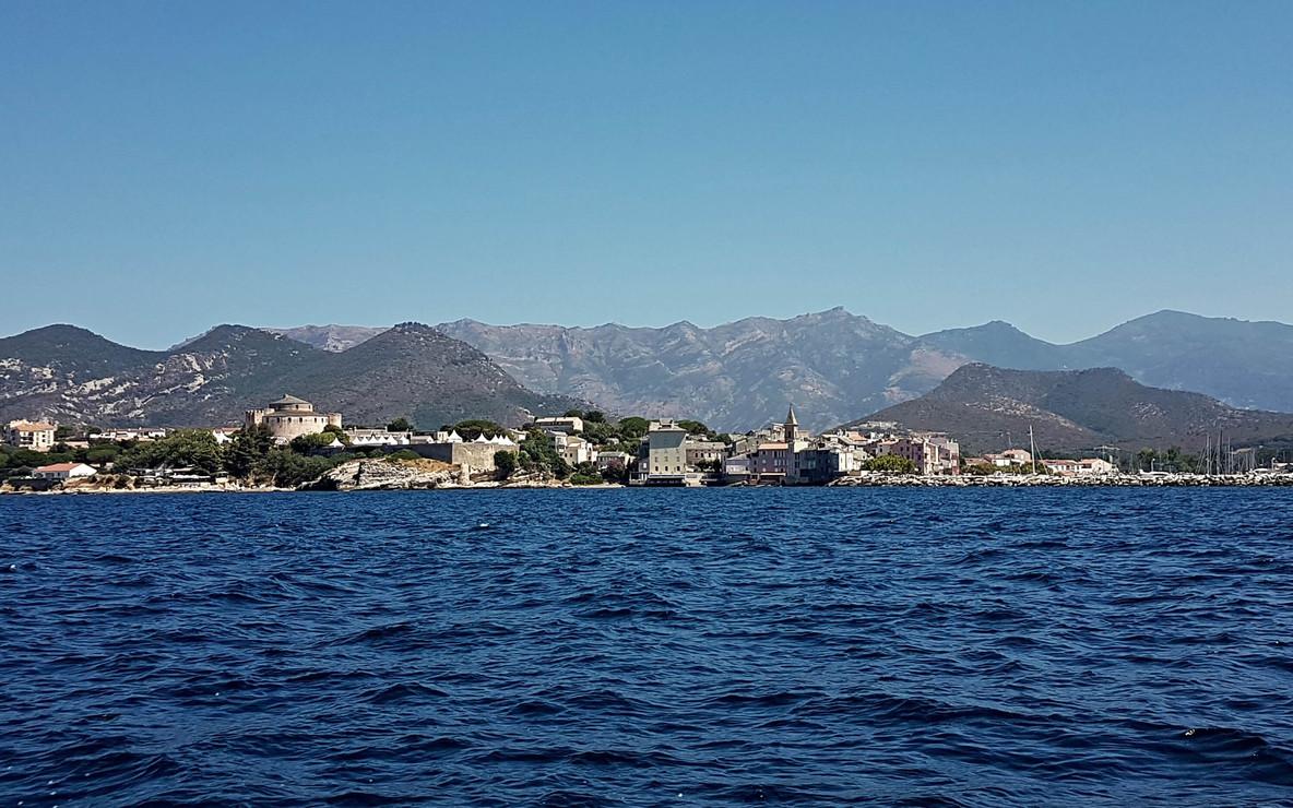 Saint-Florent depuis le mer