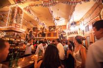 Où faire la fête à Carthagène ? Sortir boire des verres et danser.