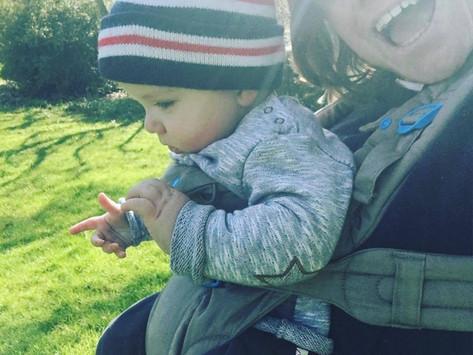 揹著寶寶看世界,寶寶朝外揹要注意的有那些?