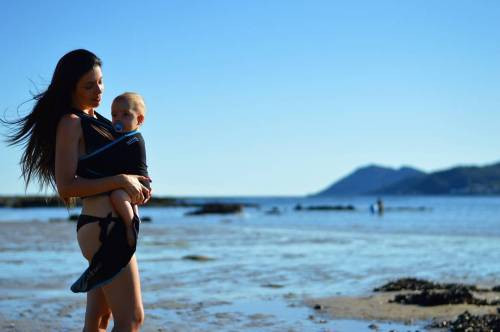 嬰兒直立揹對脊椎健康的影響