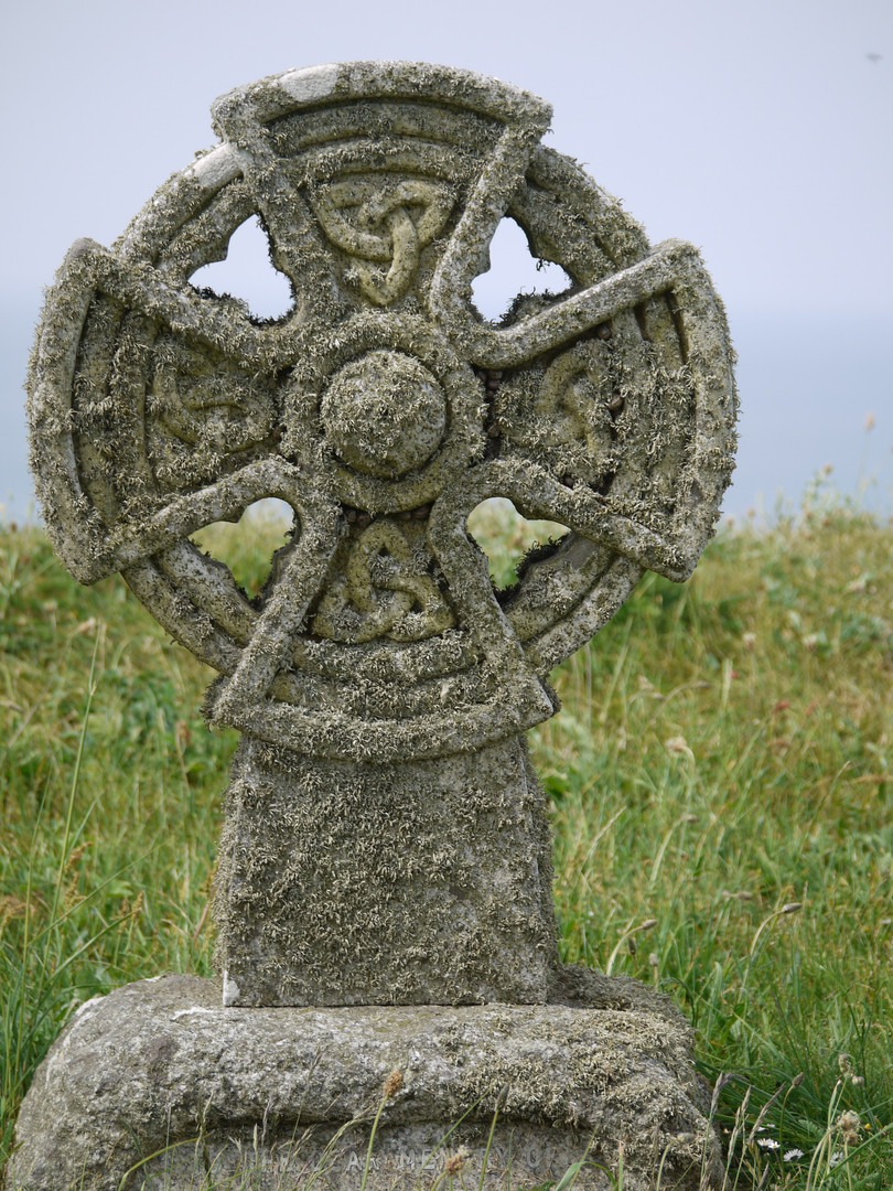 celtic-cross-1457423_1920.jpg