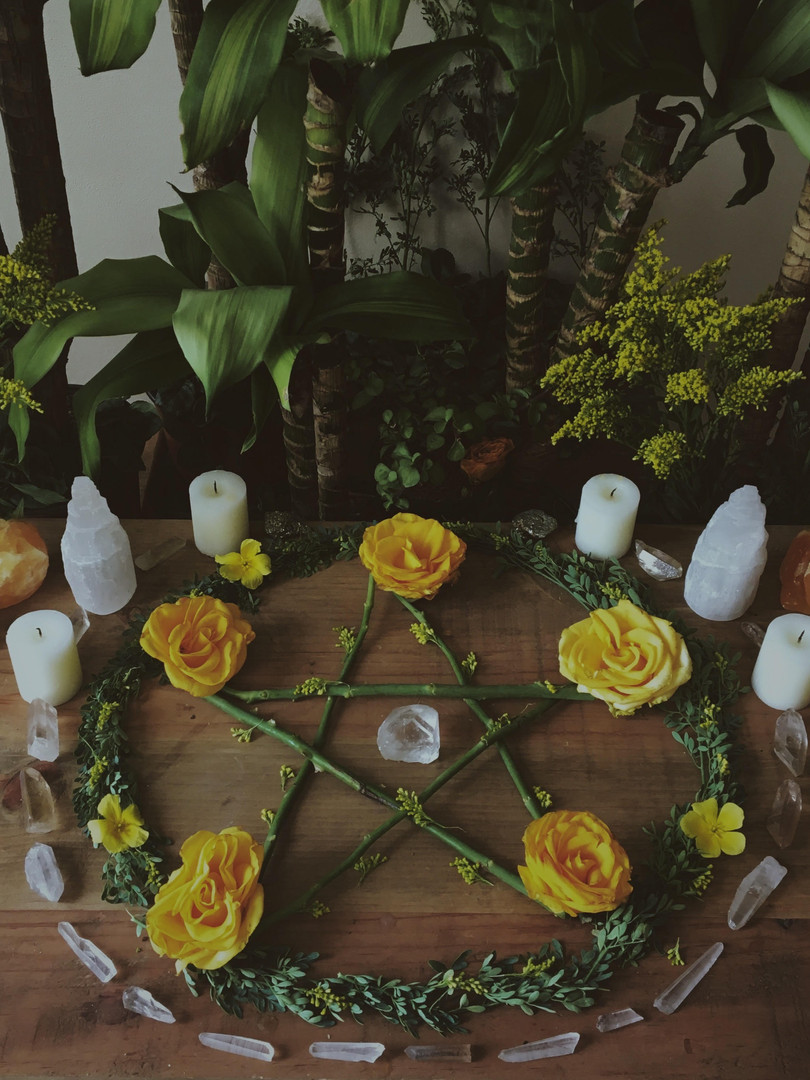 Pentacle_on_wiccan_altar.jpg