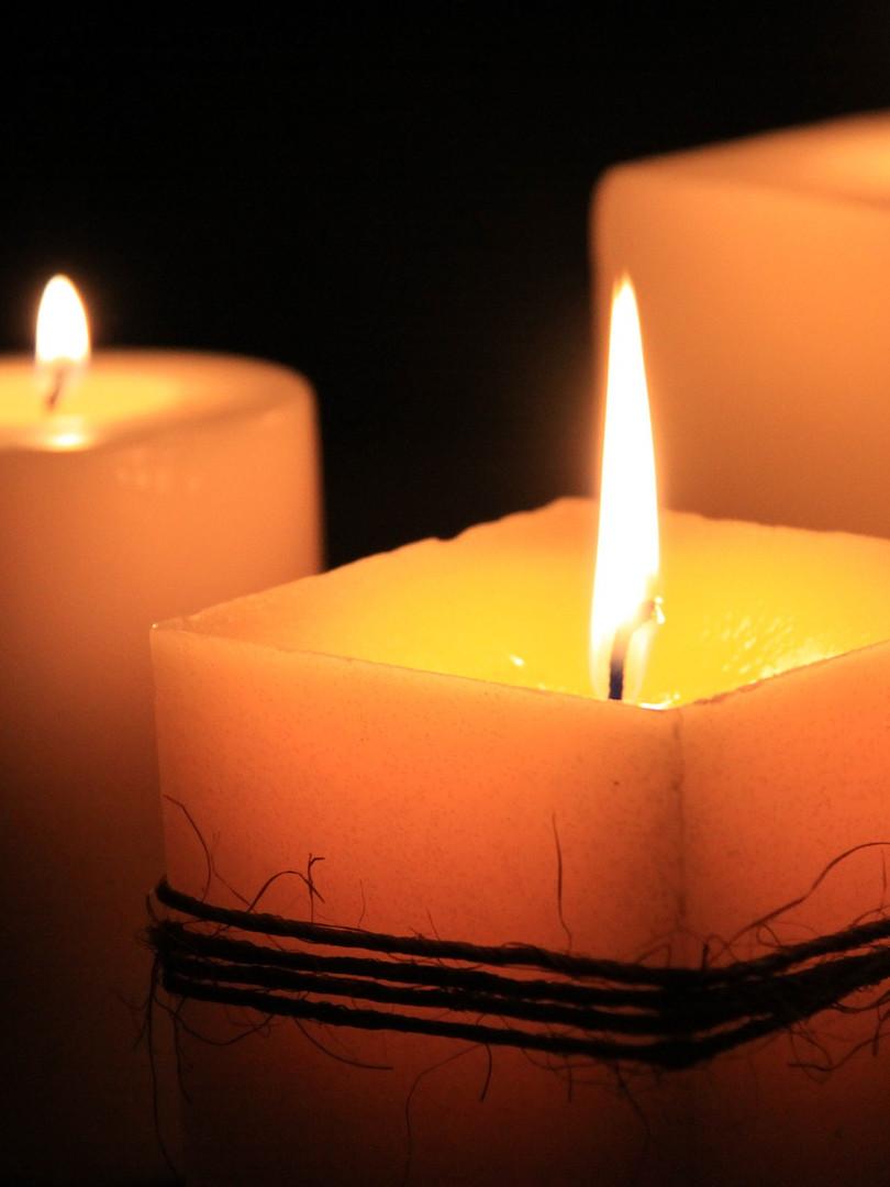 candles-1323090_1920.jpg