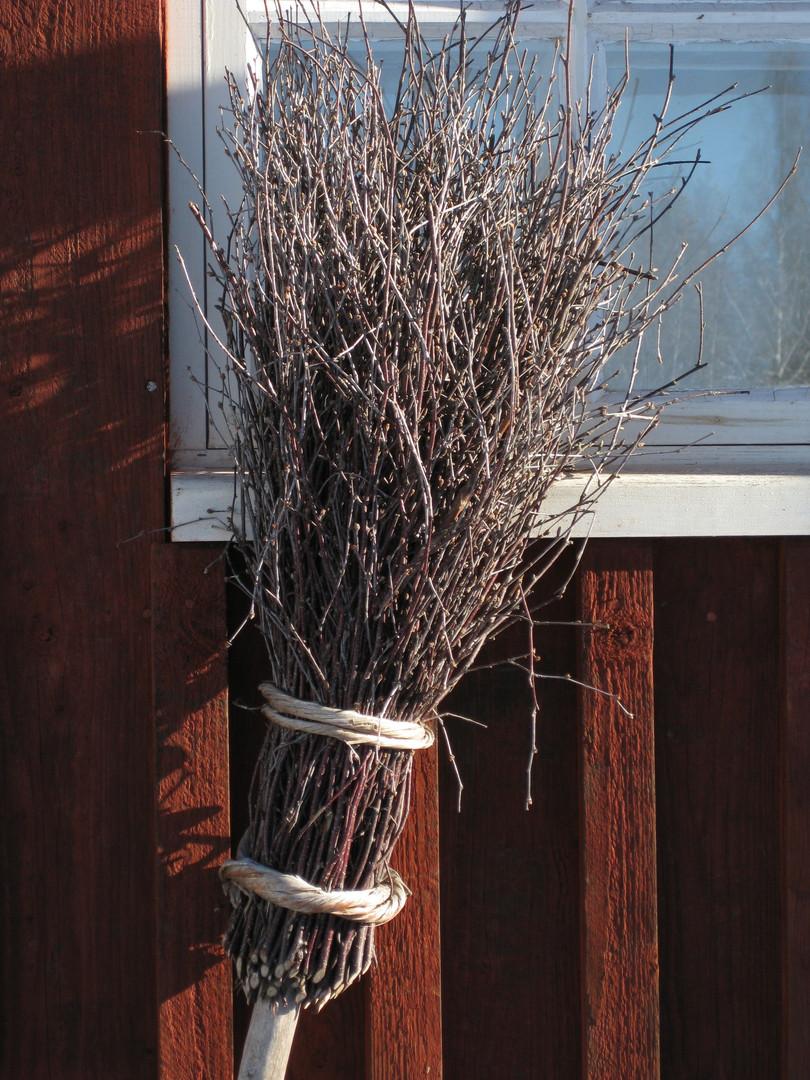 broom-3304458.jpg