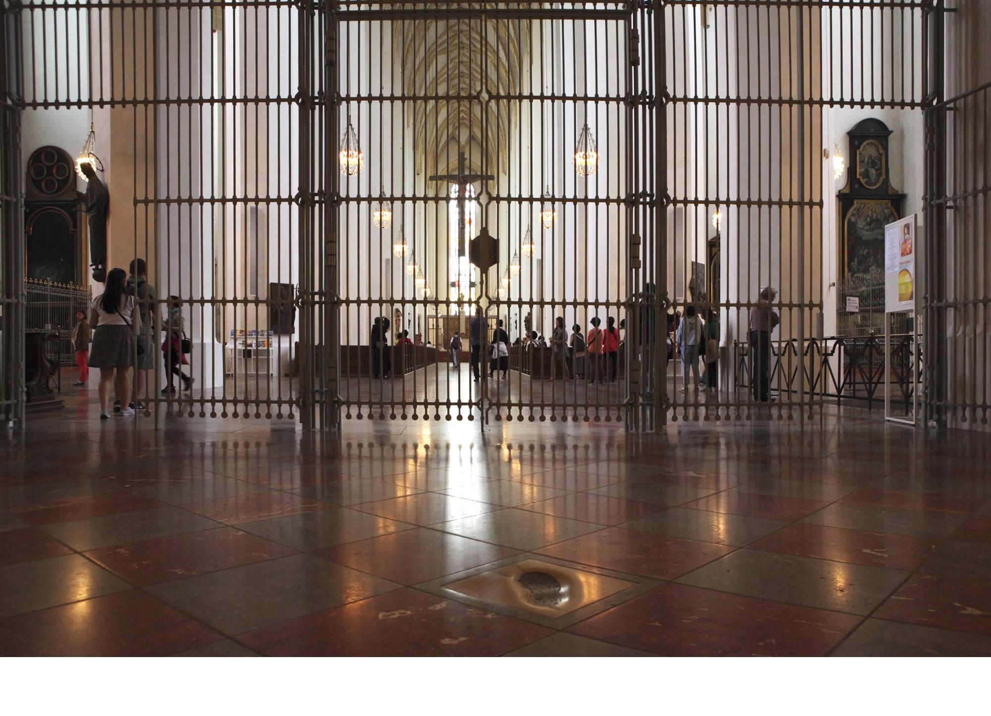 프라우엔 대성당 안의 악마의 발자국