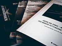 Magazines en noir et blanc