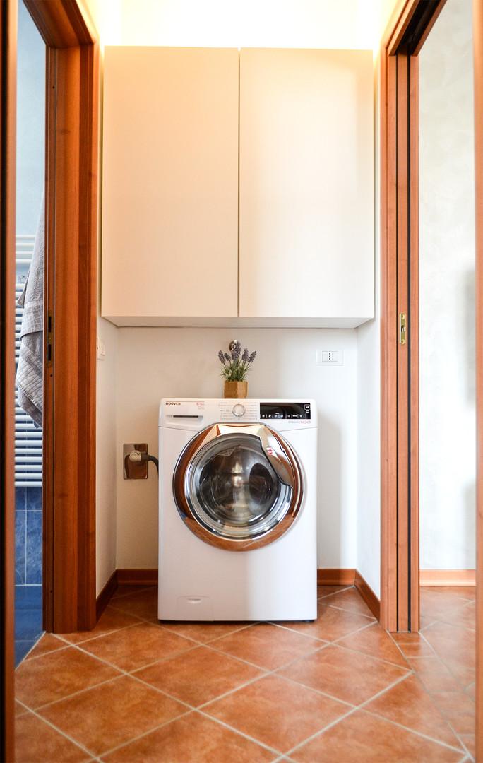 C-antibagno con attacco lavatrice.jpg