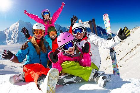 familia-esquiando-no-valle-nevado-1275x8