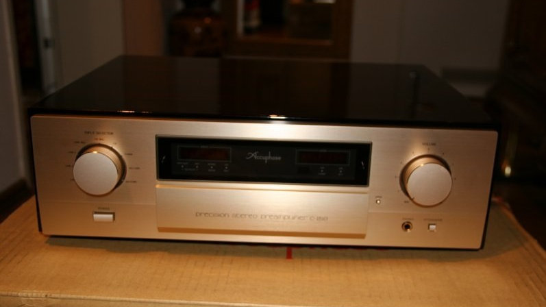 Accuphase C-2810 PIA