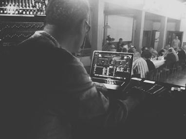 DJ Scholzi.jpg