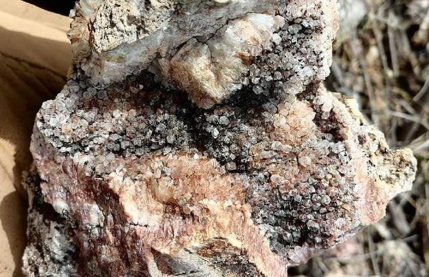 Comb textured quartz