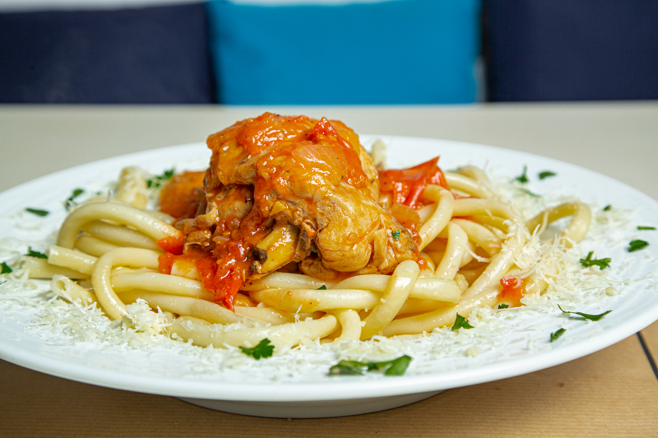 Rooster with pasta and fresh tomato sauce