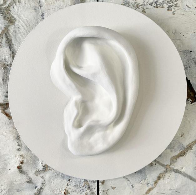 Listen (white)