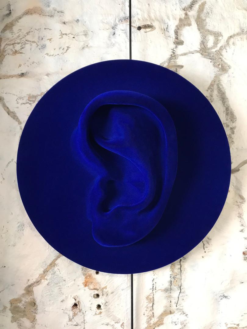 Listen (Blue)