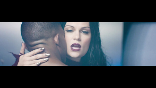 Jessie J-Burnin up Music Video