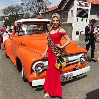 Miss é destaque no desfile cívico de Mafra SC