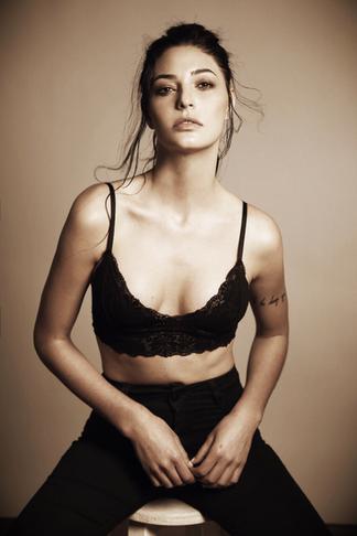 Sandy Tavora, fala sobre sua temporada internacional como modelo.