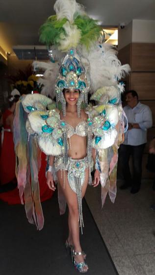 Miss & Mister Teen Brasil Internacional desfilam de traje tipico em Sophia Bulgaria