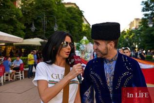 Desfile Multicultural com presença de mais de 45 países do mundo