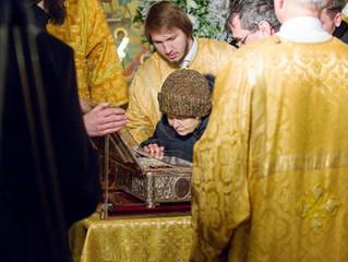 Волонтёрская помощь у Даров Волхвов в Храме Христа Спасителя