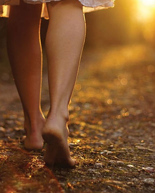 june-coming-sun-feet_927465611-690x518.j
