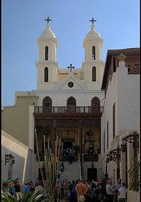 barrio copto iglesia suspendida  sinagoga de ben ezra