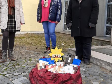 Die Marktgemeinderäte von SPD und engagierte Bürger beschenkten Mitarbeiter des Seniorenheimes