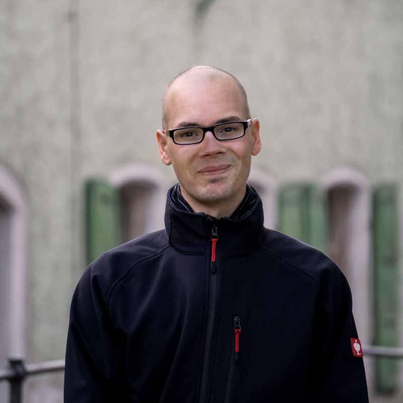 Simon Bach