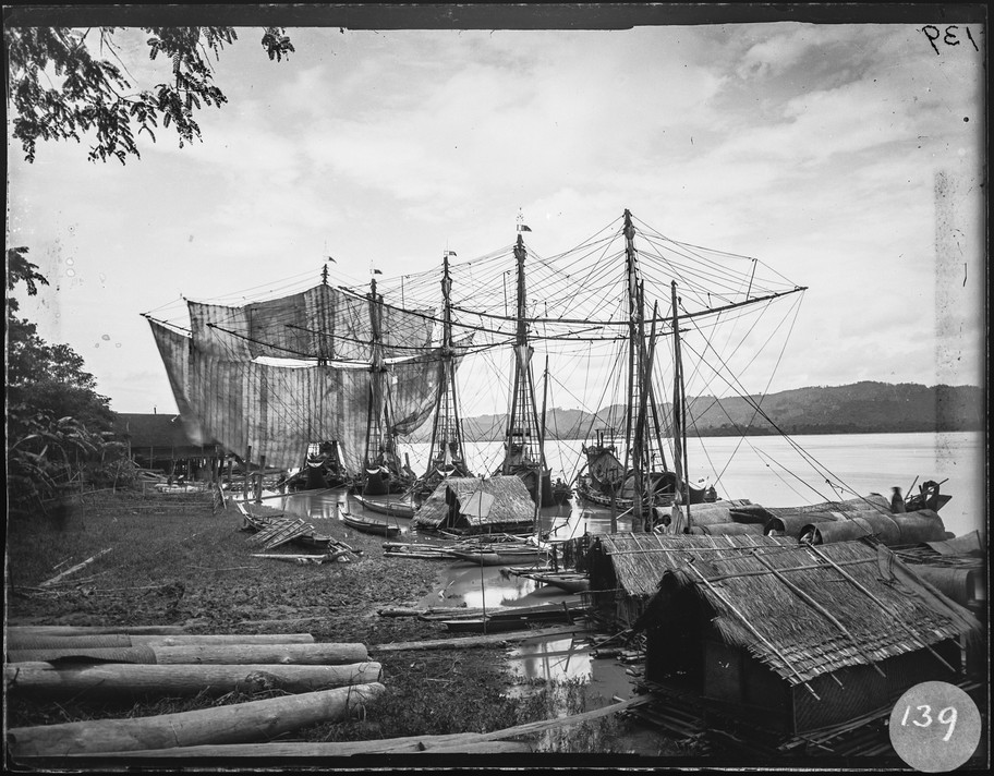 N.98086.GOS 'Trading boats', Burma, glass plate negative, possibly C 1930s, from the collection of Louis Allan Goss, © Museum of Archaeology and Anthropology, University of Cambridge