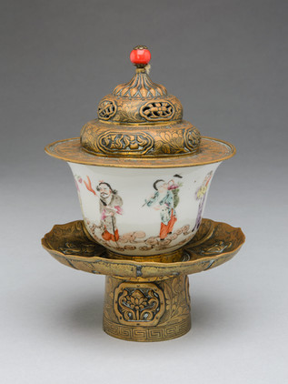 D 1976.135, porcelain tea cup with stand and lid in brass, Tibet