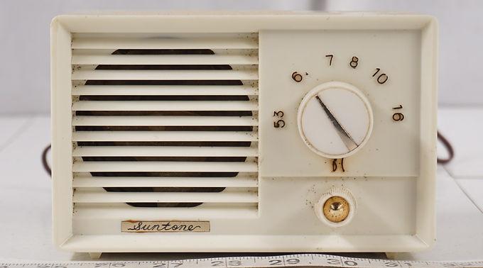 1960s Suntoner Tube Radio - Occupied Japan