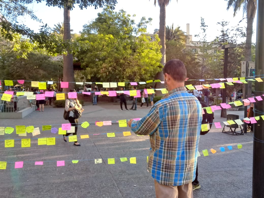 Intervención  con Post it en Plaza d