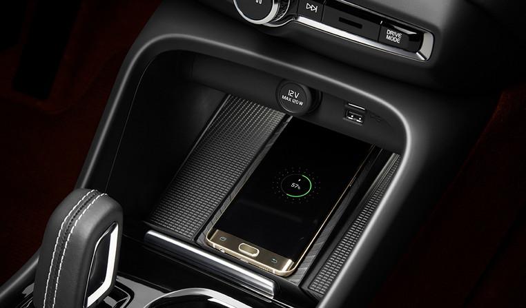 The New Volvo XC40 - Wireless phone char