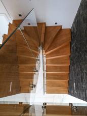 Moderne trapp i eik