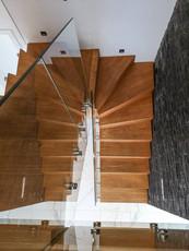 Modern trappa i ek
