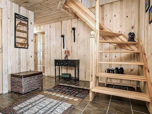 Furu hytte trapp