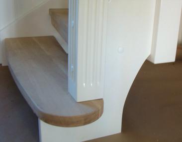 Stopień zapraszający w schodach w stylu angielskim