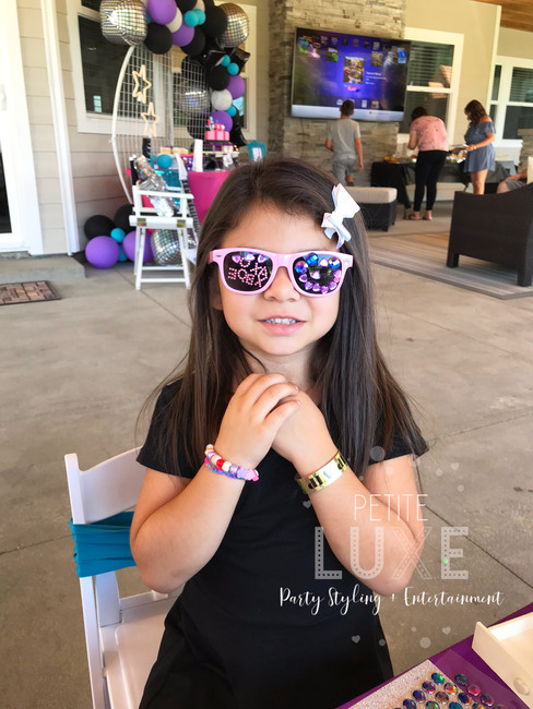 decorating-sunglasses-petite-luxe-partie