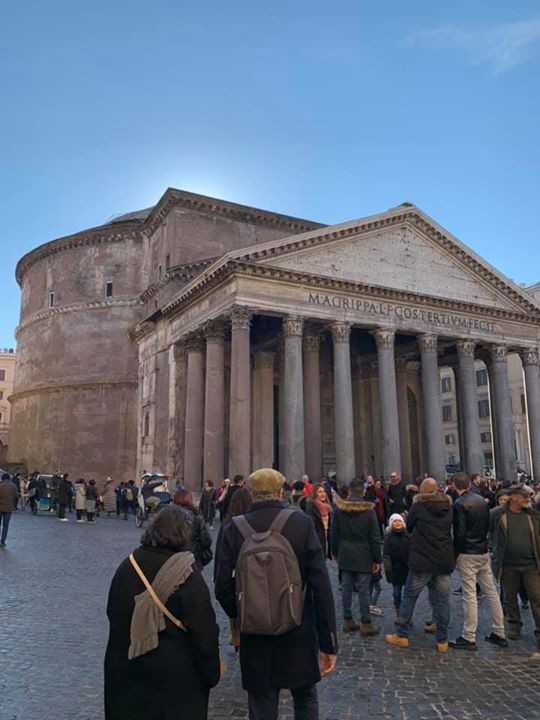 One of the best things to do in Rome is visit the Pantheon.