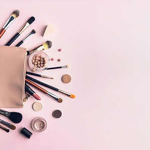top-view-arrangement-with-beauty-bag-and