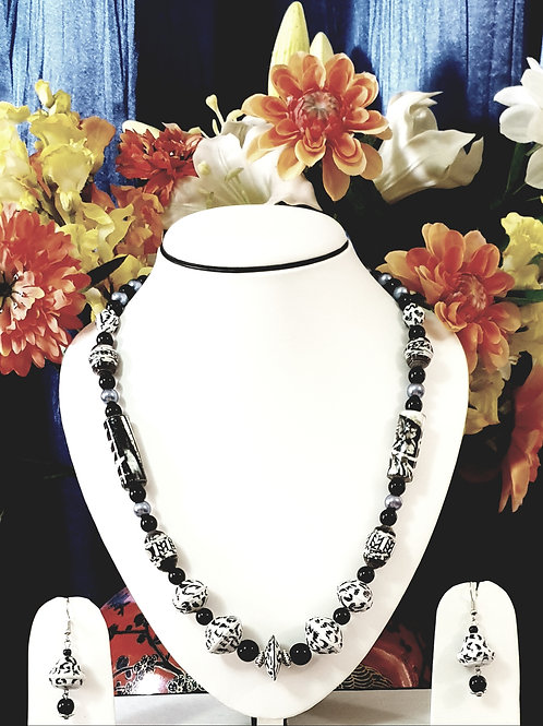 Black & White Set with Matching Earrings