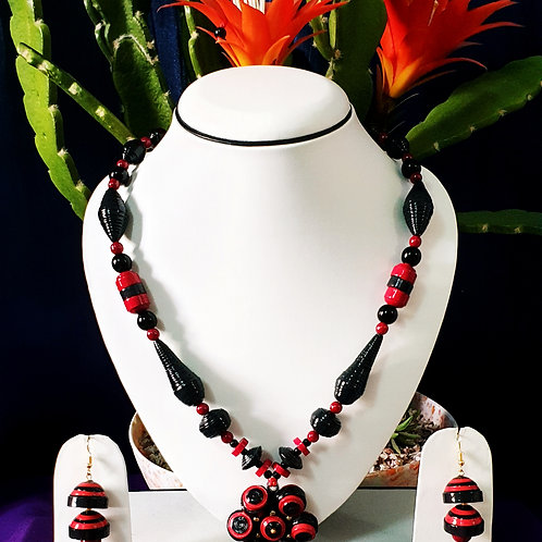 Black & Red Set with Cluster Beads Pendant