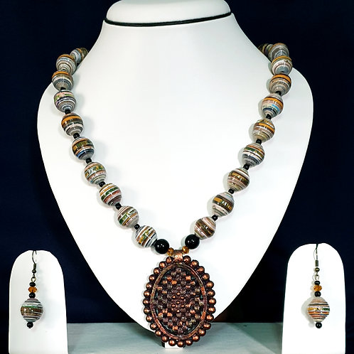 Round Beads Set with Oval Accessorised Pendant